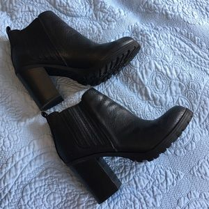 Sam & Libby black booties size 8